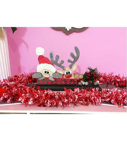 Decoración con Papá Noel y su reno