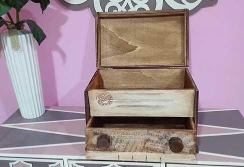 Caja en forma de radio antigua