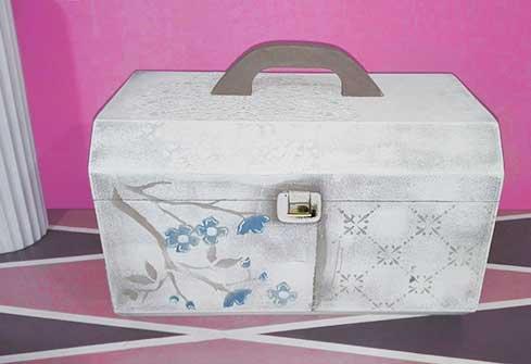 Caja en forma de baúl vintage
